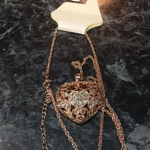 NWT Beautiful Rose Gold Necklace